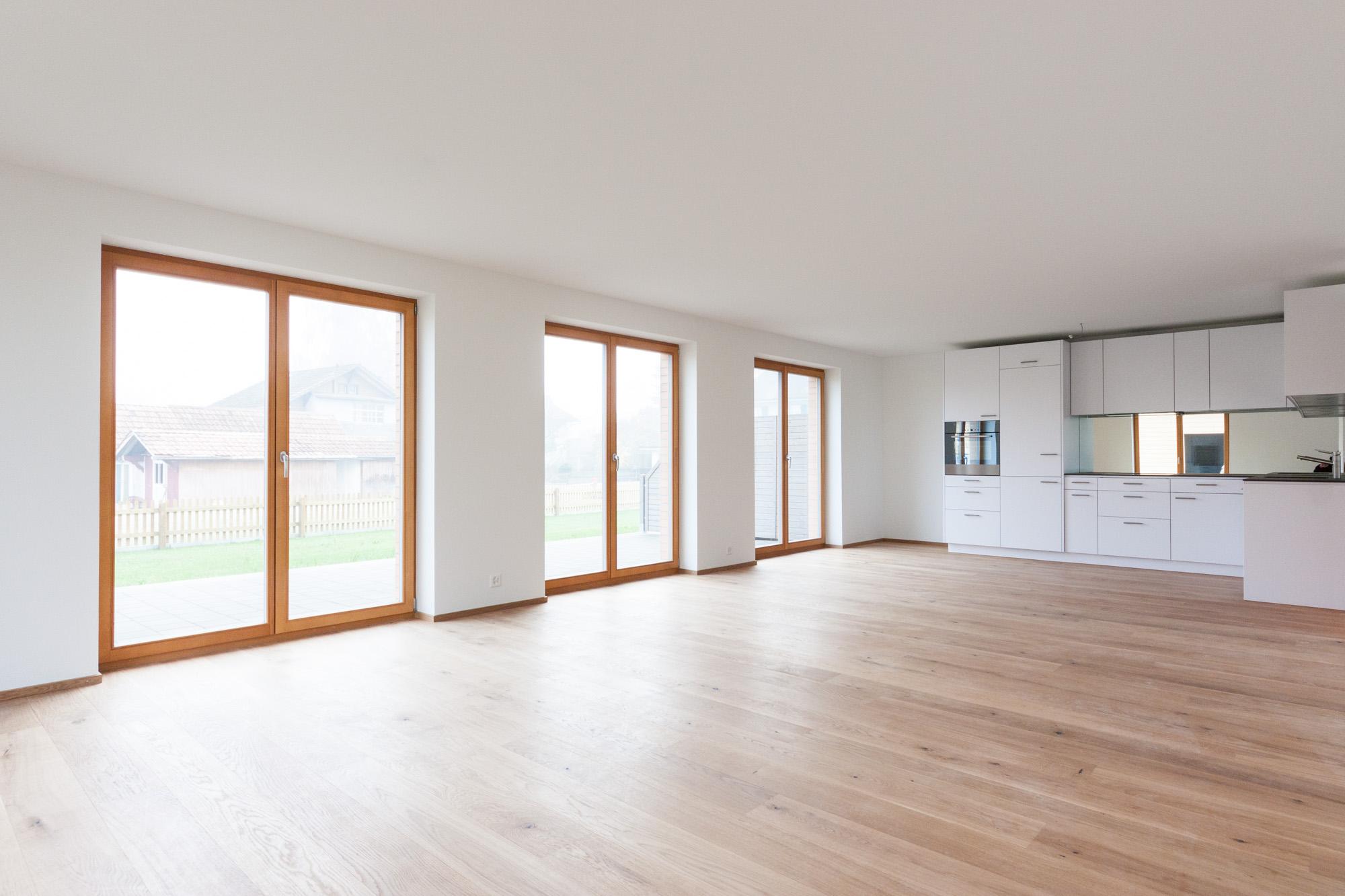 Im Mehrfamilienhaus an der Dorfstrasse in Ersigen konnte die MerzGips AG Gipserarbeiten ausführen. Entstanden sind helle Wohnungen mit grossen Fensterfronten und modernster Wohntechnik.