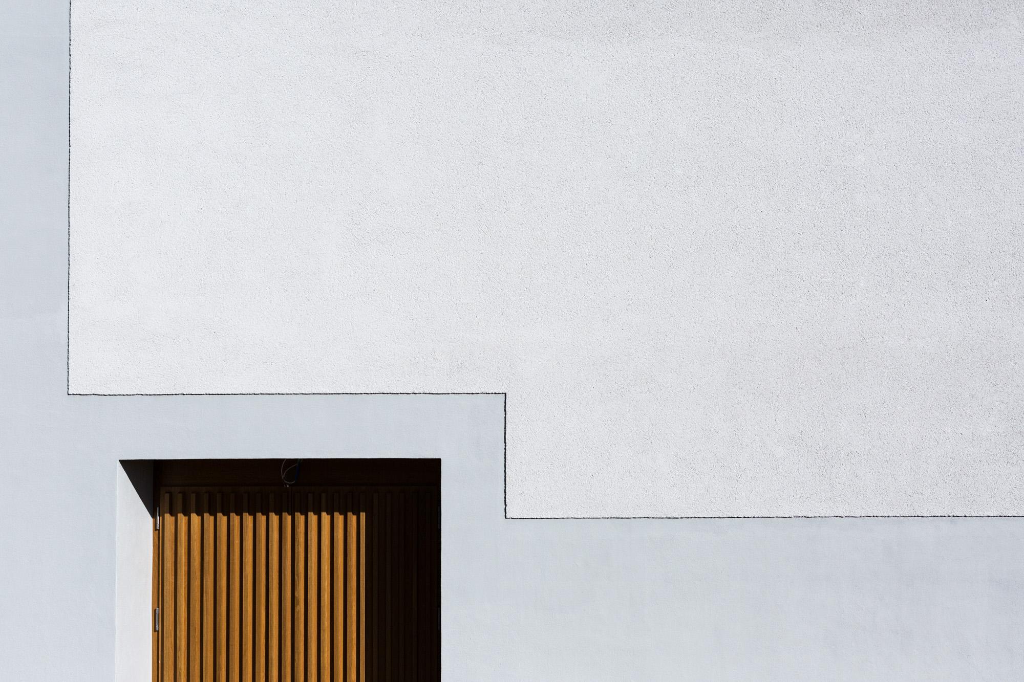 Für das Schulhaus Wandermatte in Wabern bei Bern konnte die MerzGips AG Fassadenbau ausführen. Besonders wichtig war die grosse Pausenuhr, welche direkt in die Fassade eingebunden wurde.