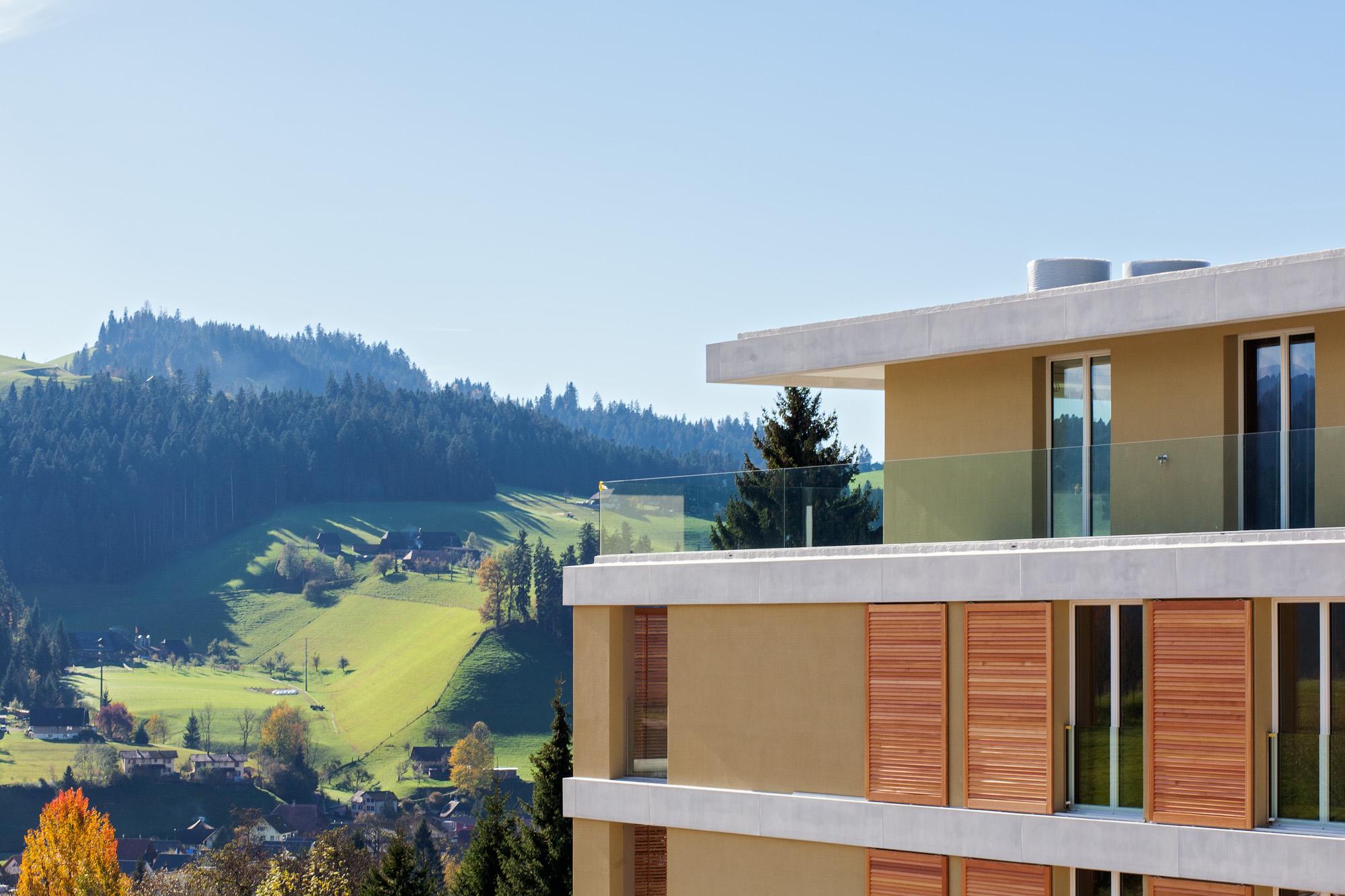 Für die Überbauung Sonnenarena in Langnau konnte die MerzGips AG Fassadenbau ausführen. Entstanden sind Mehrfamilienhäuser mit wunderschönem Ausblick ins Grüne Emmental.